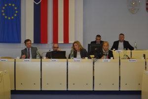 Poslanci na septembrovom rokovaní.