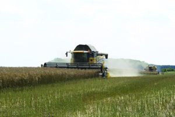 Rastúce ceny nafty robia poľnohospodárom problémy.