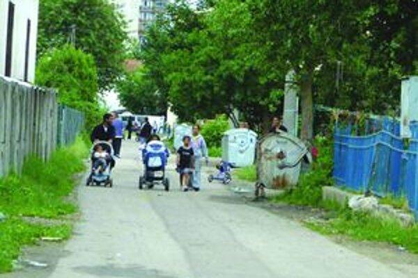 Aby majetky susedov v tejto lokalite neboli ničené, mesto ich ohradí betónovým plotom.