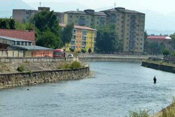 Z rieky vo Vrútkach vyťahovali dve osoby. Našťastie boli pri vedomí a bez vážnych zranení.