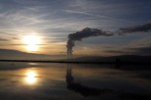 Vodné dielo Veľké Kozmálovce bolo vybudované ako zásobáreň technickej vody pre elektráreň v Mochovciach.