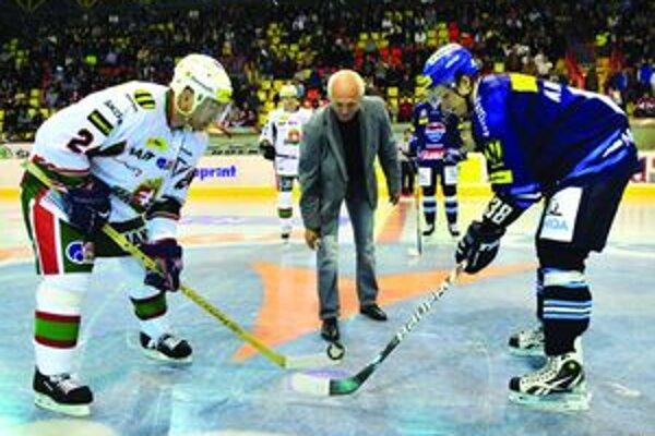 Pocta otvoriť sezónu v Martine pripadla Pavlovi Zimeľovi.  Za strojárov v I. SNHL odohral 19 sezón.