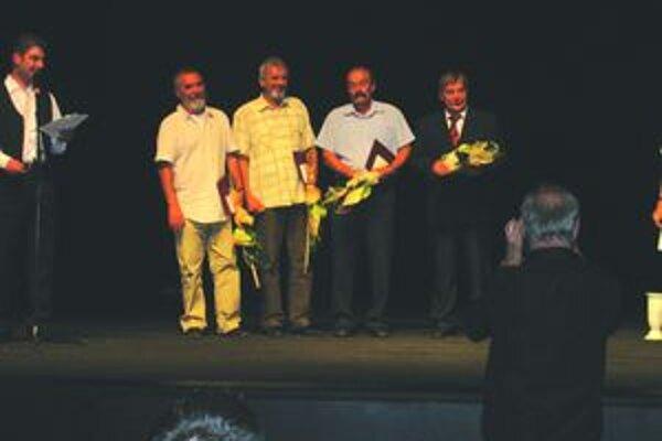 Milan Kubizňa spolu s ostatnými ocenenými.