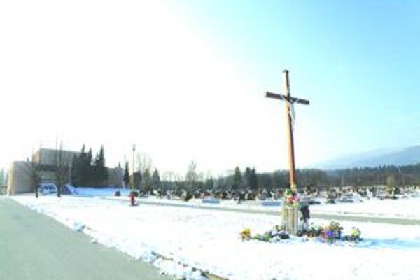 Cesty k cintorínom. Na požiadanie v čase pohrebov a snehových kalamít cesty k cintorínom v Martine sprejazdnia.