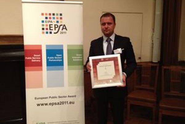 Martinský primátor Andrej Hrnčiar tesne po prevzatí ocenenia v holandskom Maastrichte.