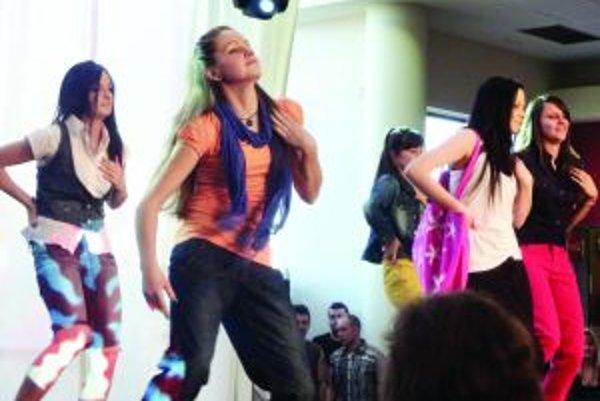 Tancujúca módaModely predvádzali modelky aj tanečným krokom.