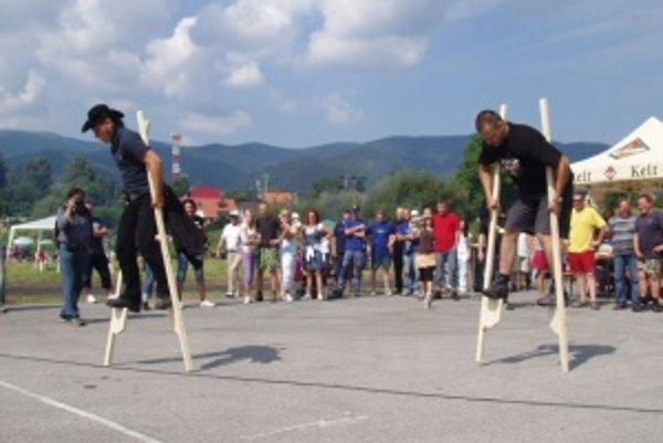 Na Vrútockom country kotlíku sa súťažiaci museli krútiť nielen okolo hrncov.