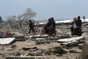 Indonézsky ostrov Sulawesi zasiahli v piatok 28. septembra silné zemetrasenia a vlny cunami.