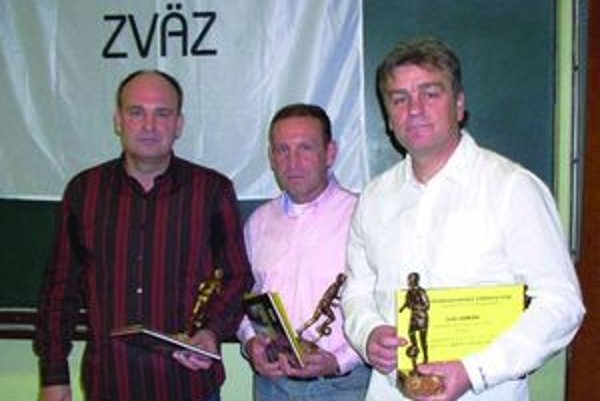 Ivan Janiga (vpravo) sa stal najlepším trénerom SsFZ za rok 2009.