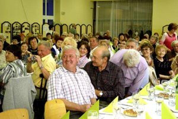 Na spoločné stretnutie prišlo asi dvesto dôchodcov.