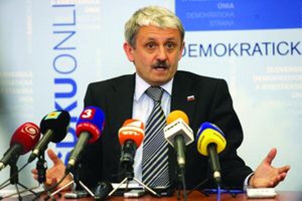 """Predseda SDKÚ-DS vyhlásil, že v Miestom zväze v Sučanoch mali problém s """"čiernymi dušami"""""""