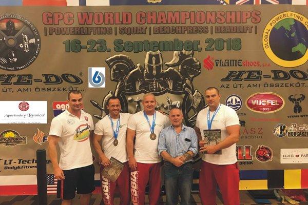 Zľava: Martin Siska, Erik Valent, Aladár Uherík, Gerard Mc Namara, Ján Siska ml.