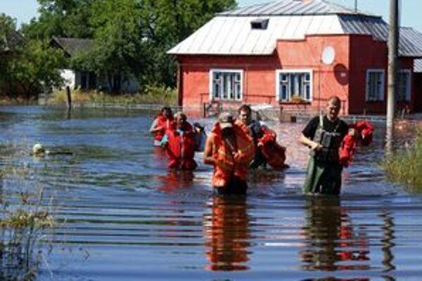 Malčice na východe zaplavila rozvodnená rieka Ondava. Mnohí prišli o strechu nad hlavou, zbierka by im mala aspoň z časti pomôcť.