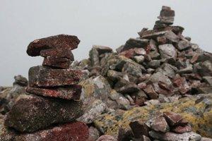 Kamenné veže na hrebeni Nízkych Tatier.