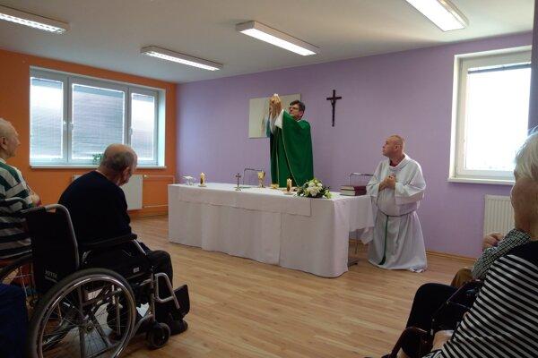Dňa 6. septembra takmer všetci seniori pristúpili ksvätej spovedi aprijali sviatosť zmierenia.
