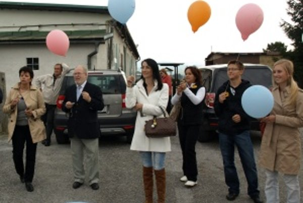 """""""Vypustili"""" starosti. Na sobotňajšom stretnutí vypustili všetci balóniky, ktoré symbolizovali starosti."""