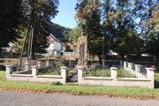 Pomník v obci Brehy.