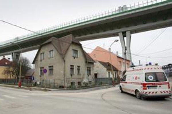 Za cestu ponad mesto dostala Považská Bystrica dopravný systém, ktorý príliš nepomohol. Sverepec má dve nové ihriská.