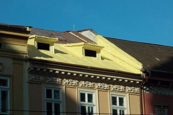 """Kreatívnou opravou strechy na vzácnom historickom objekte by sa mohli inšpirovať aj tvorcovia známej rozprávky """"A je to!"""""""