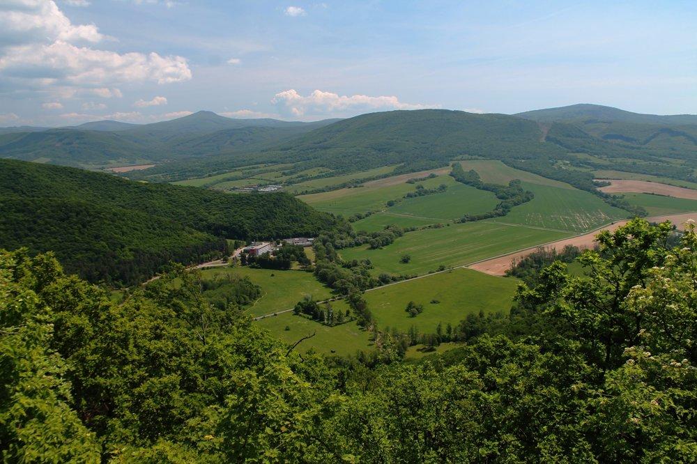Celkový pohľad na východ z Humenského Sokola.