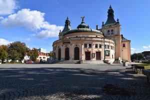 Secesná budova Reduty postavená v rokoch 1899 - 1902, sídlo Spišského divadla na Radničnom námestí.