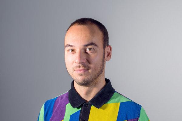Samo Čarnoký je košický dizajnér, ktorý pôsobí ako pedagóg na Fakulte umení Technickej univerzity v Košiciach. Dlhodobo sa venuje dizajnu písma, vydal aj knihu Fonts SK a v roku 2016 získal už Národnú cenu za dizajn za svoju dizertačnú prácu.
