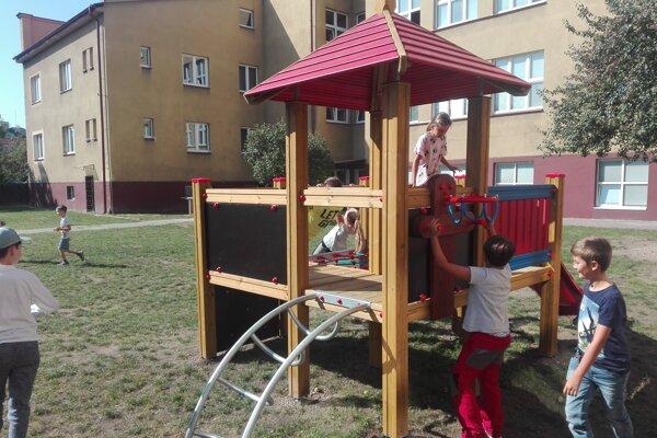 Detské ihrisko na Mudroňovej ulici.