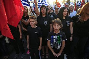 Demonštrácia gréckej ultrapravicovej strany Zlatý úsvit.