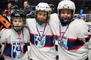 Najmenší nitrianski hokejisti si z turnaja odniesli aj medaily.