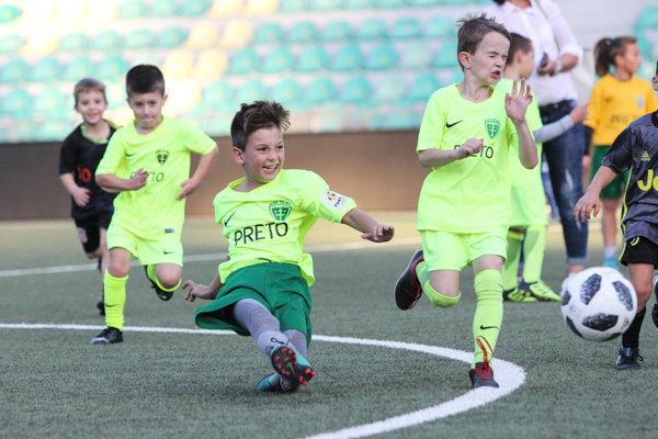 Najmenší fanúšikovia ocenili možnosť vybehnúť na trávnik spolu so svojimi futbalovými vzormi.