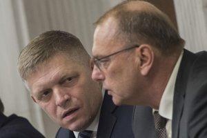 Robert Fico a Ľubomír Vážny počas druhého rokovacieho dňa 35. schôdze NR SR.