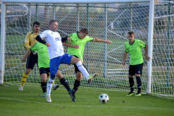 Juraj Barták (v bielom) strelil Zamarovciam tri góly.