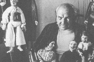 Jedna znajznámejších bábkarských fotiek – Rudolf Fábry smarionetami.