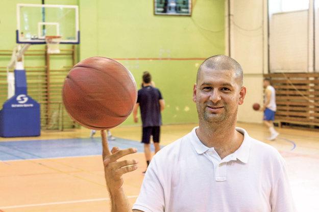 Generálny manažér žilinského extraligového basketbalu Ondrej Šoška zvláda nielen loptu, ale aj manažment tímu.