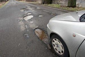 Niektoré cesty na v kraji sú v katastrofálnom stave.