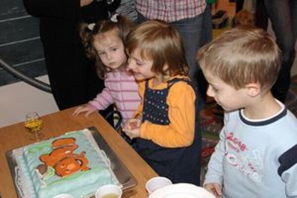 Takto oslavovali deti z Dubáčika narodeniny naposledy. Veria, že v nových priestoroch zostanú ešte dlho.