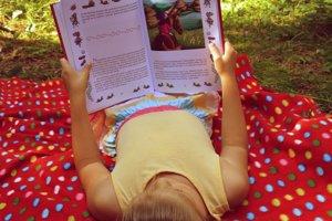 V originálnej knihe nájde dieťa seba a svoj svet.