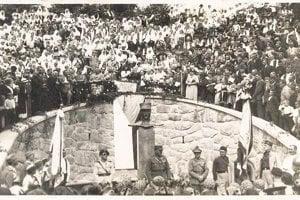 Odhalenie pomníka M.R. Štefánika v Záriečí v roku 1935