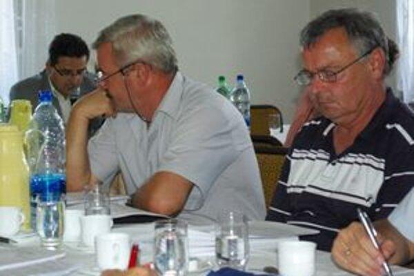 Jíři Slávik (vpravo) upozornil, že nedoplatky budú vymáhať aj exekúciou.
