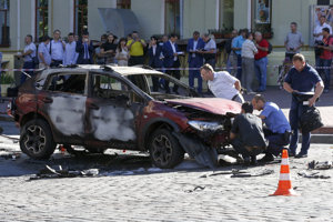 Auto novinára Pavla Šeremeta po výbuchu v júli 2016 v centre Kyjeva.