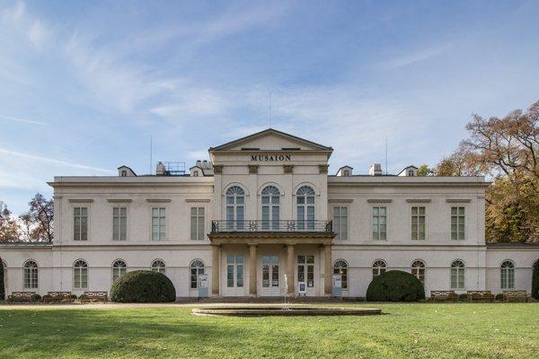 Národopisné múzeum v Letohrádku Kinských v Prahe.