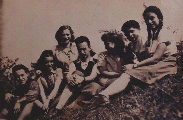 Letný tábor Makabi ha-cair, 1947. Chanan Abeles v strede.