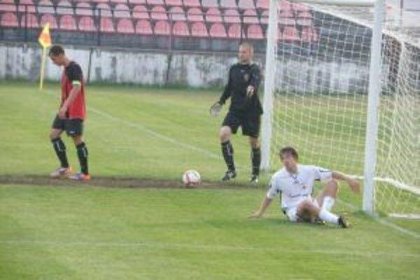 Bartošov (v bielom) gól našťastie pre Púchov neplatil.