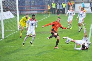 Ruža je desať bodov za prvým Slovanom.