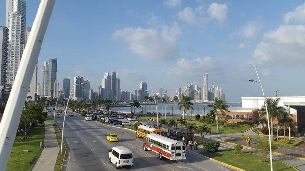 Panama city je rušné veľkomesto.