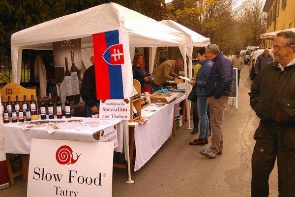 Trhy lokálnych potravín.