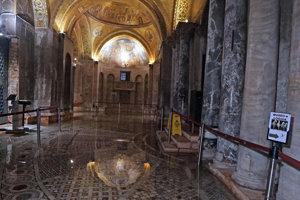 Povodne, ktoré postihli severotalianske Benátky, spôsobili rozsiahle škody v tamojšej Bazilike svätého Marka.