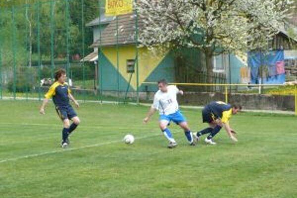 H. Poruba (v bielom) nedokázala prekonať obranu Kamenca.