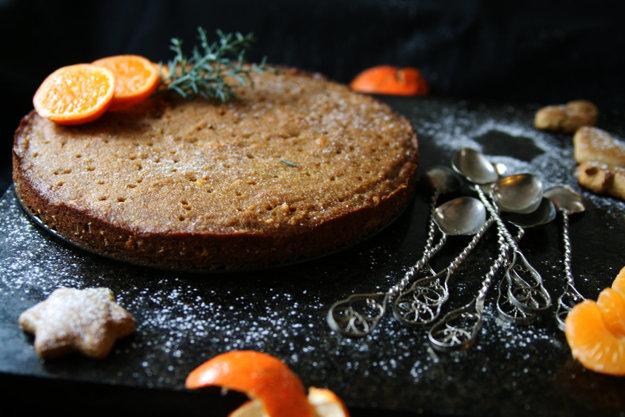 Orechový koláč s pomarančovou omáčkou