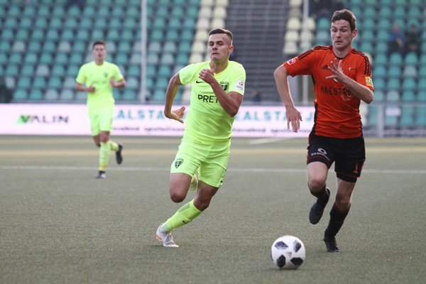 Branislav Sluka (vľavo) v zápase s Ružomberkom.